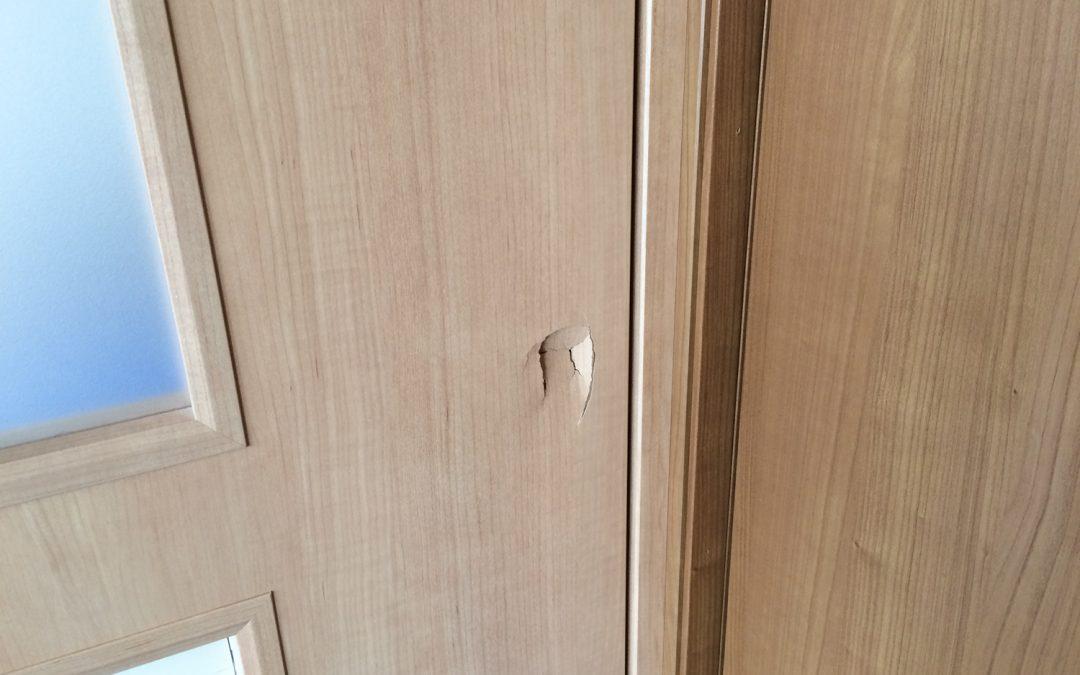 室内ドア穴キズ  No.170329